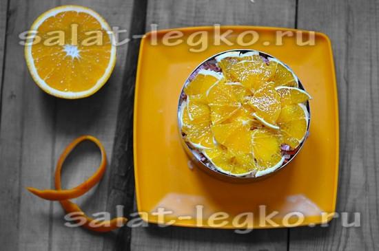 Последний слой выкладываем апельсином