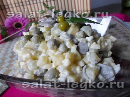 Салат с сердечками куриными и горошком изоражения