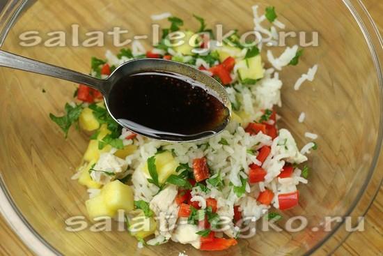 Заправляем теплый салат приготовленной ароматной заправкой
