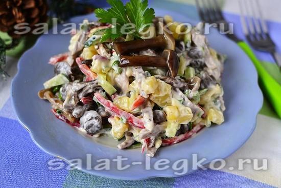 Салат с языком и маринованными грибами - рецепт с фото