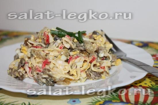 Салат аленка с крабовыми палочками и шампиньонами