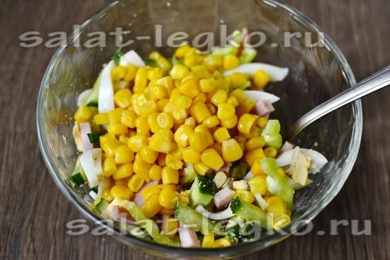 добавить кукурузу, зелень