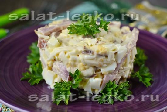рецепт салата из ветчины и копчёного сыра