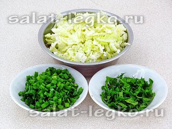 нашинковать капусту и зелень