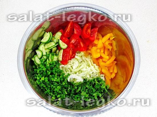 овощи соединить и посолить