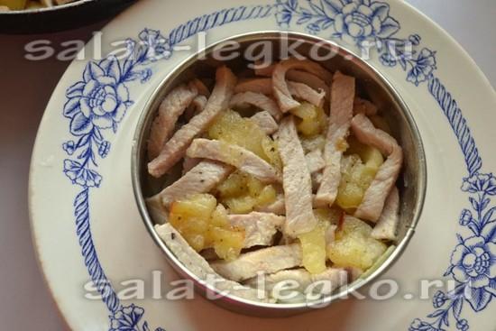 второй слой свинина с яблоками