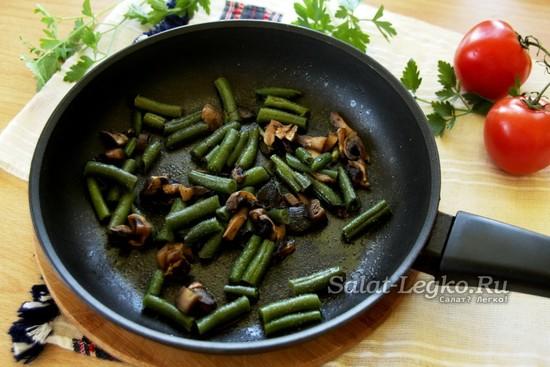 готовить грибы и спаржевую фасоль