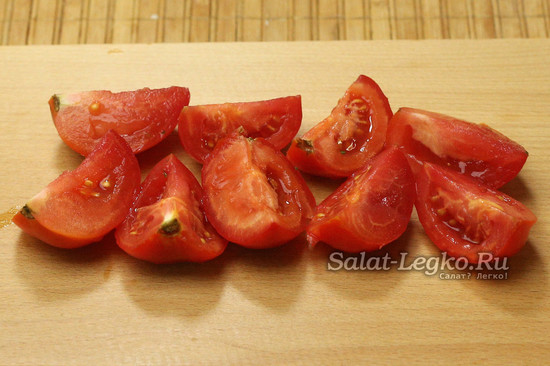 нарезали помидоры
