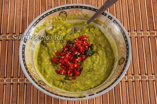 добавить перец и зелень к авокадо