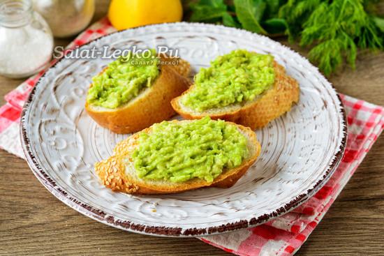 смазать хлеб авокадо