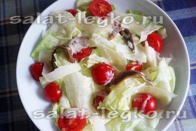 """Классический салат """"Цезарь"""" с помидорами черри"""