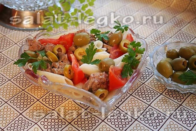 Салат с макаронами и тунцом «Маэстро де олива»