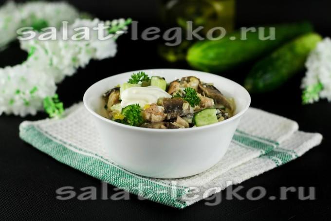 Салат «Восторг» с курицей и грибами