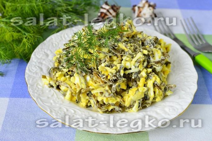 Салат из морской капусты с яйцом и сыром