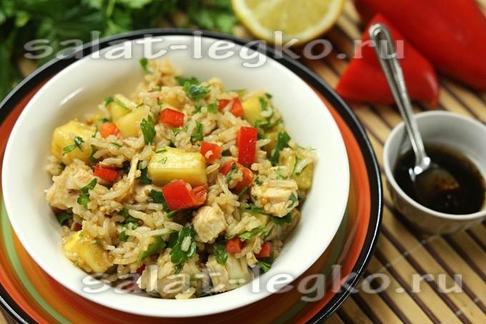 Салат с курицей и рисом басмати