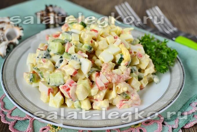Салат из морепродуктов кальмары крабовые палочки креветки