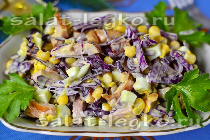 Салат с краснокочанной капустой с ветчиной