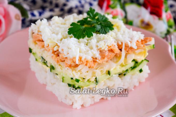 Салат из консервированной горбуши с яйцом и рисом