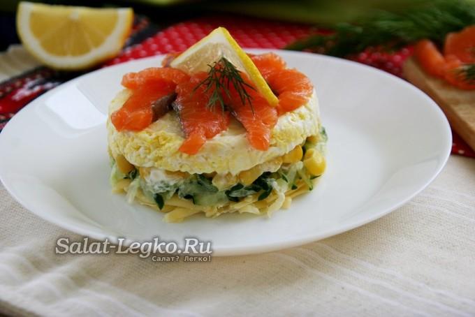 Слоеный салат «Русалочка» с красной рыбой