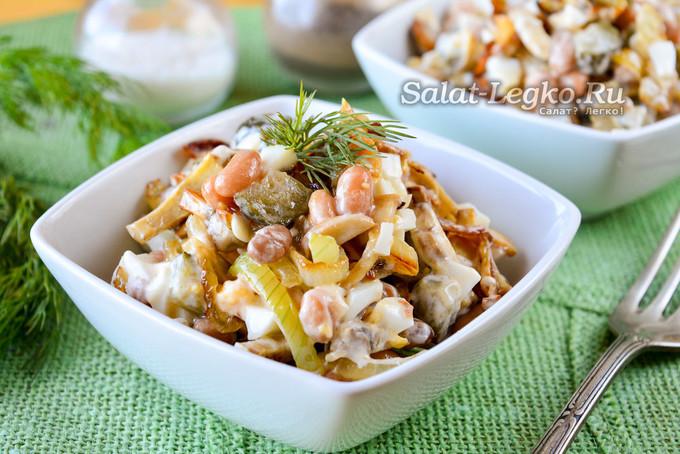 Салат с фасолью и жареными грибами