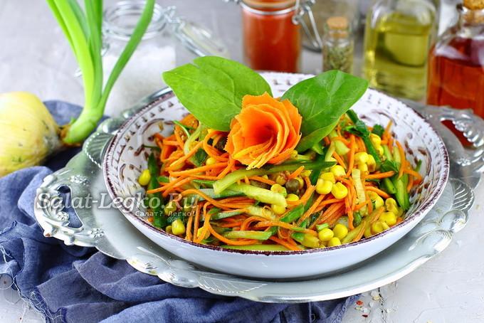 Салат «Сочный» из моркови и огурца