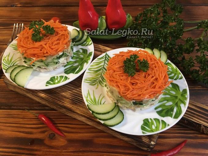 Салат Восторг с корейской морковью, курицей, жареными грибами и огурцами