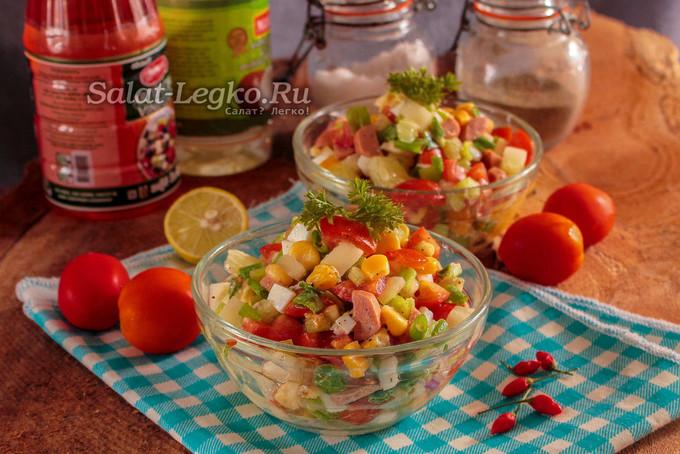 """Салат """"Разноцветный"""" с кукурузой, перцем, ветчиной и огурцом"""