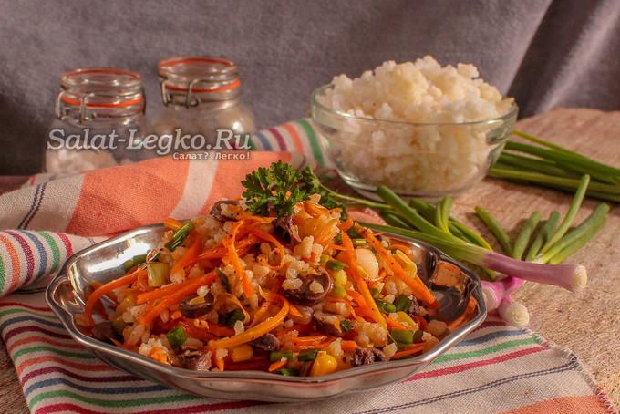 Салат с куриными сердечками, корейской морковью и кукурузой