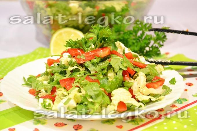 Салат с болгарским перцем, капустой и брынзой