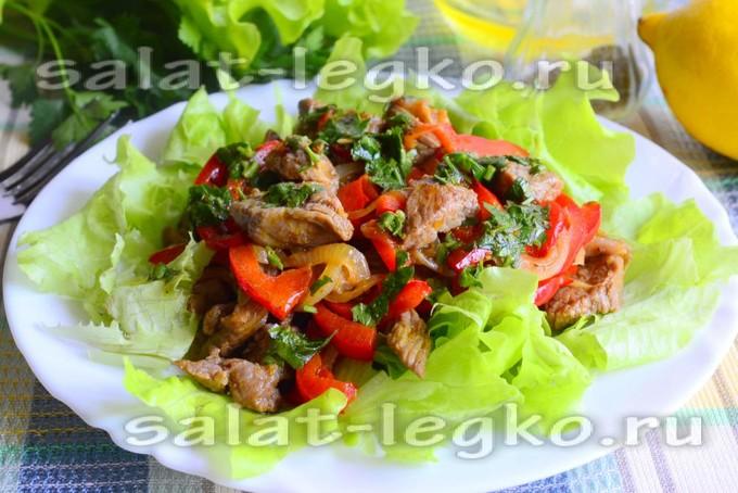 Теплый салат с говядиной и сладким перцем