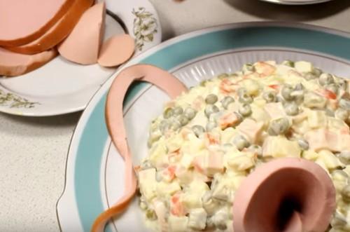 Салат на Новый год 2020 в виде Крысы: рецепт с фото пошагово, форма мышки